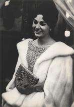 فرح دیبا در ایام نامزدی با محمدرضا پهلوی در اپرای پاریس